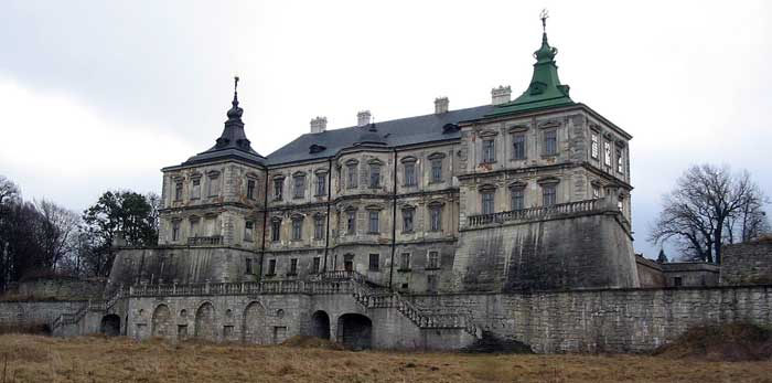 Back facade of castle. Author of photo: Alex Blazhevich