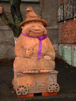 Одна из скульптур в музее гончарства.
