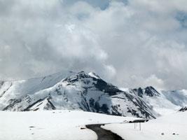 На подъезде к вершине Крестового перевала. Автор фото: Масяня