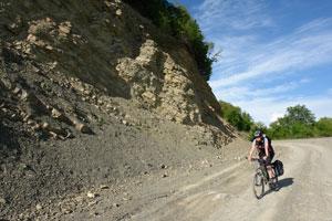 Спуск с Гомборского перевала. Автор фото: Любен