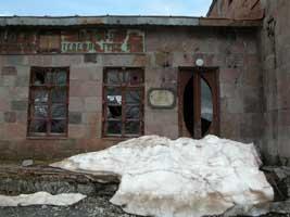 Почта в Гудаури. Афтор фото: Масяня